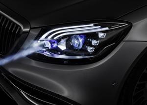 مرسيدس تعلن عن تزويد سيارات مايباخ بمصابيح ذكية
