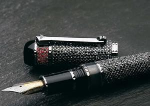 لماذا يحتاج كل رجل أن يقتني قلم حبر فاخر؟