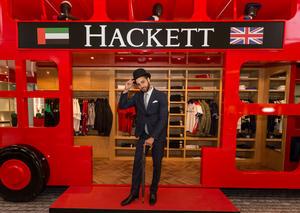 إطلاق حافلة هاكيت لندن للأزياء الرجالية في دبي