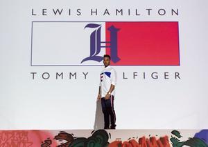 تومي هيلفيغر و لويس هاميلتون يكشفان عن تشكيلة تومي إكس لويس الرجالية