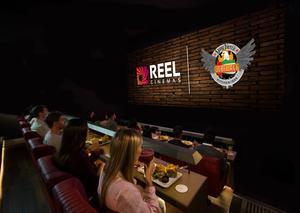 شاهد أحدث الأفلام و تناول أشهى الطعام في مكان واحد !