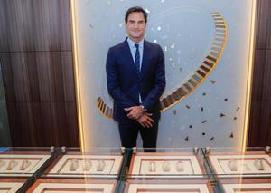 رولكس تفتتح أكبر متجر لها بالعالم في دبي بحضور روجر فيدرر