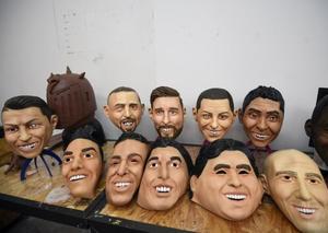 شركة مكسيكية تصنع أقنعة لوجوه نجوم كأس العالم