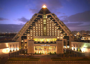 فطورك اليوم بمطعم آزور في فندق رافلز دبي