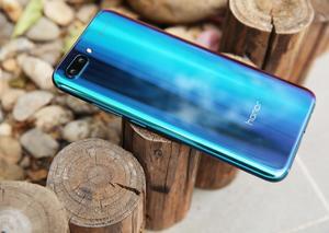 هاتف هونر 10 : قنبلة تقنية فاخرة بألوان الأورورا