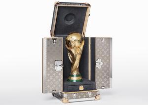 لويس فويتون تصمم حقيبة سفر مميزة لحماية كأس العالم