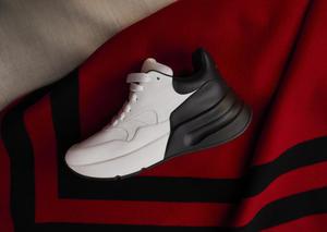 ألكسندر ماكوين تطرح تشكيلة أحذية رياضية ضخمة بتصميم مميز