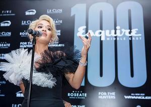 المغنية البريطانية ريتا أورا تشعل دبي أوبرا في حفل النسخة 100 من مجلة إسكواير الشرق الأوسط