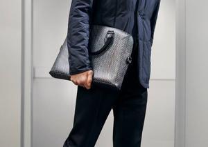 دنهل تطلق مجموعة حقائب يد رجالية فاخرة في غاية الأناقة
