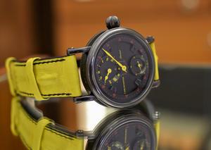 كرونوسويس تجسد بريق الألوان عبر إصدار ساعة فلاينج جراند رجيوليتر