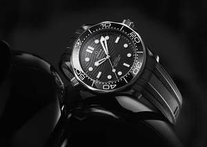 أوميغا تتألق بإصدار ساعة سيماستر دايفر 300M الأسطورية