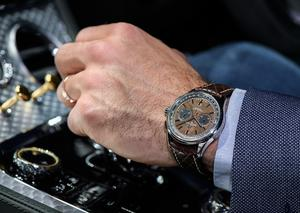 بريتلينغ تتألق بإصدار ساعة بريميير بنتلي سنتناري ليمتد إديشن المميزة