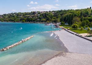 جنيف تدشن شاطئاً عاماً جديداً في وسط المدينة استعداداً لموسم الصيف