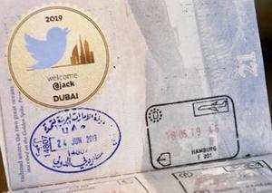 رئيس تويتر يحظى بترحيب خاص من مطارات دبي