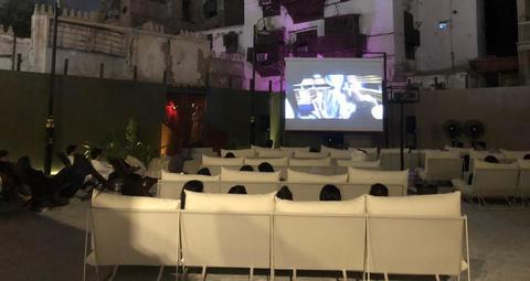 السعودية تفتتح سينما الحوش بمفهوم جديد في مدينة جدة