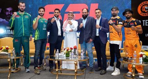 الملاكم العالمي أمير خان يشعل حلبة الجوهرة خلال موسم جدة