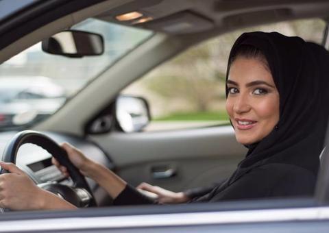 كيف ستغير المرأة قطاع السيارات في السعودية؟