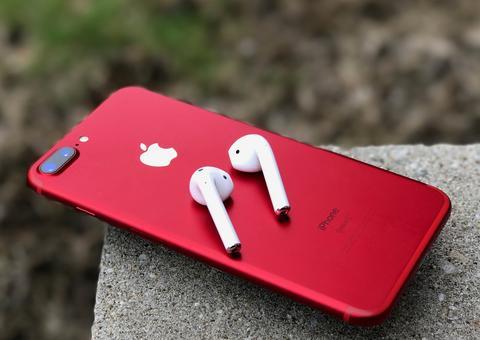 آبل تطلق رسمياً الإصدار الأحمر من هاتف آيفون 8