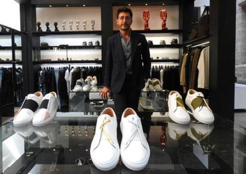 لاجئ سوري يطلق علامة تجارية فاخرة للأحذية الرياضية في باريس