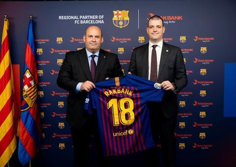 بنك رأس الخيمة الوطني يوقع شراكة استراتيجية مع نادي برشلونة