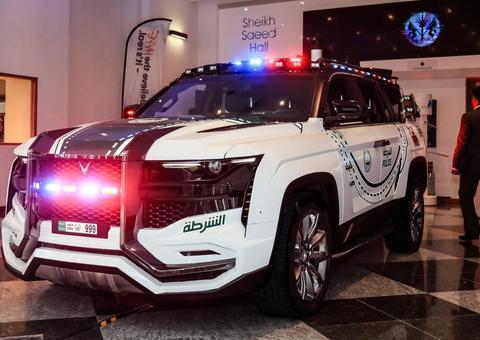 دبليو موتورز تكشف عن وحش شرطة دبي الجديد