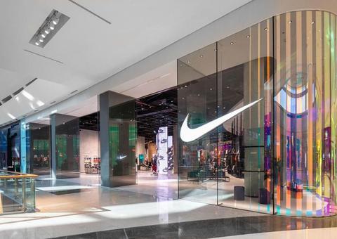 نايكي تفتتح أكبر متجر لها بالشرق الأوسط في دبي مول