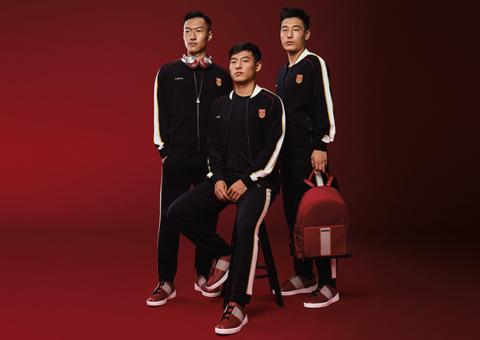 دار إرمينيغيلدو زينيا تطلق أول تشكيلة أزياء خاصة بمنتخب الصين لكرة القدم
