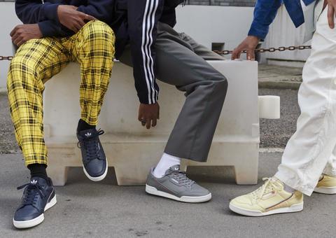 بالصور: أديداس تخطف الأبصار بإطلاق حذاء كونتيننتال 80 الرياضي الكلاسيكي