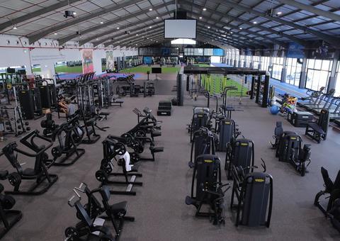 افتتاح مركز مايكل جونسون بيرفورمانس للياقة البدنية في دبي