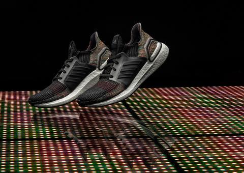 أديداس تتعاون مع آلاف العدائين لإنتاج حذاء ألترا بوست 19 الخارق