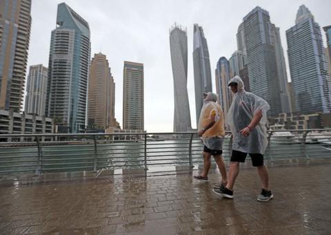 تعرف على سبب استمرار هطول الأمطار بغزارة في دبي هذا العام