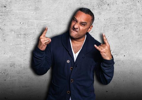 النجم الكوميدي العالمي راسل بيترز يحيي الحفل الافتتاحي لساحة دبي أرينا