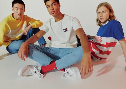 بالصور : تومي هيلفيغر تطلق أول مجموعة أزياء خاصة بشركة كوكا كولا