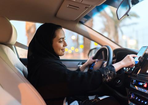 أوبر تطلق خاصية تفضيل الراكبات للسائقات في السعودية