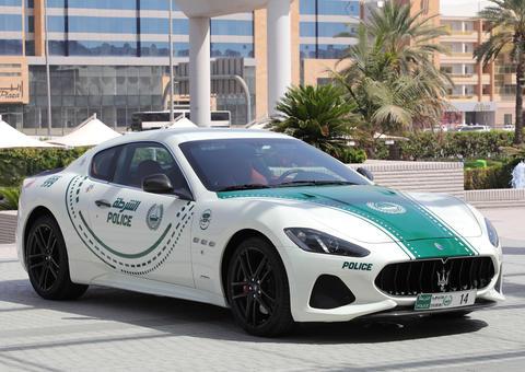 شرطة دبي تضم سيارة مازيراتي جران توريزمو لأسطول دورياتها الفارهة