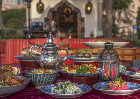 تجربة إفطار رمضانية في مجلس أماسينا بفندق الريتز - كارلتون دبي