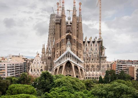 كاتدرائية ساغرادا فاميليا في برشلونة تحصل على رخصة بناء بعد 137 عاماً