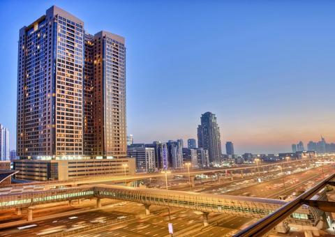كيف يمكن أن تكون الإقامة في فندق أوفر من استئجار شقة سكنية في دبي؟