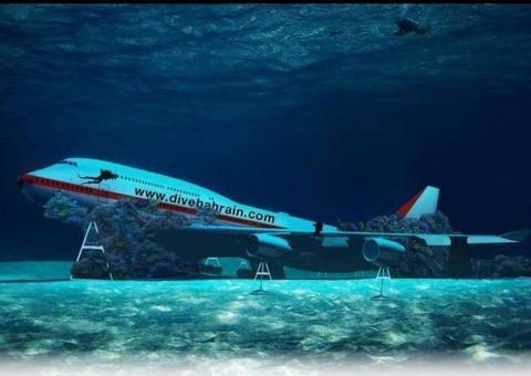 البحرين تُغرق طائرة بوينج 747 لافتتاح أكبر منتزه تحت الماء في العالم