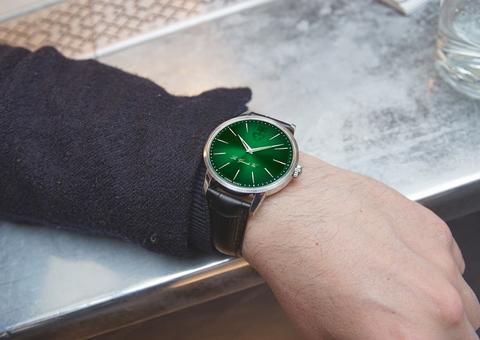 كوروم تُجسد مفهوم أناقة الوقت بإصدار ساعات خاصة فاخرة