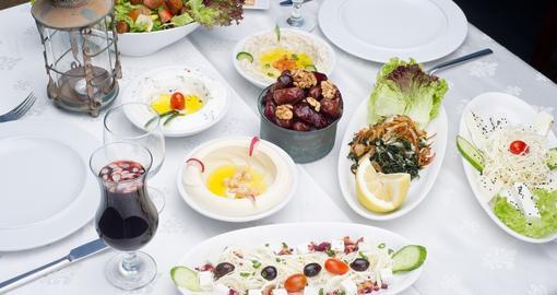 خمس أطعمة يجب تناولها في السحور تساعد على تحمل ساعات الصيام