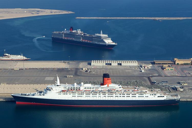 سفينة كوين إليزابيث 2 دبي