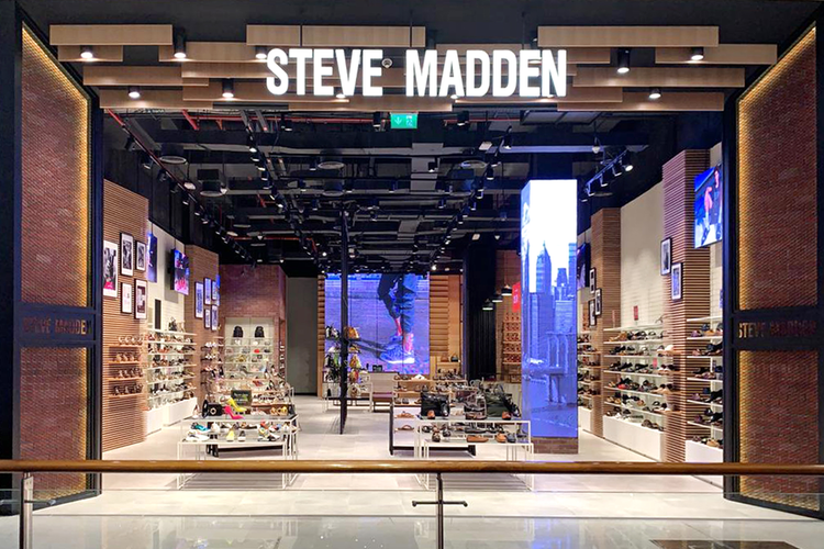 متجر ستيف مادن في دبي مول
