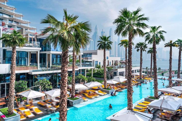 حوض السباحة في فندق فايڤ نخلة جميرا دبي